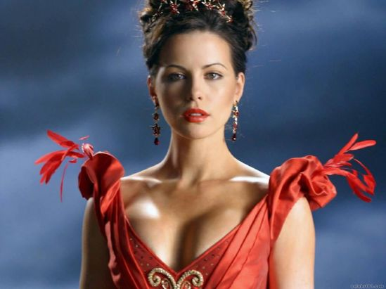 http://evilkxnpunkdemon.files.wordpress.com/2012/10/katebeckinsalehot1.jpg?w=549&h=411